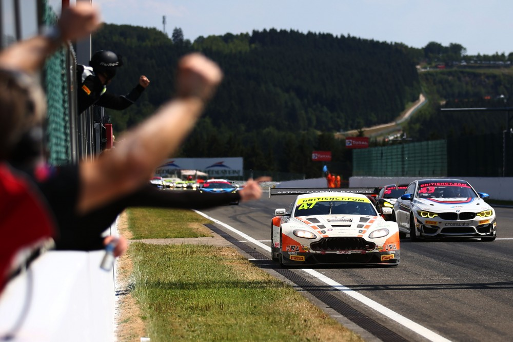 Davidson/Martin take GT3 victory whilst Macdonald/Mitchell fight to GT4 honours