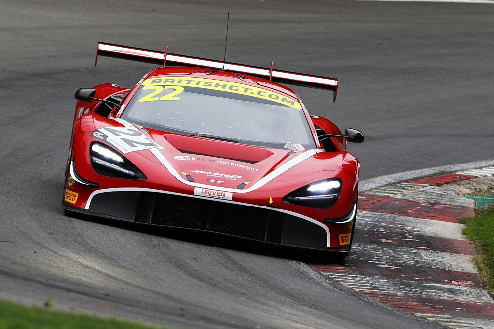 Balfe and Bell's McLaren edges tight qualifying session at Brands Hatch